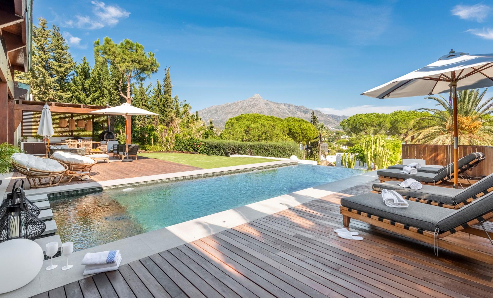 Villa en venta Las Brisas Nueva Andalucia Marbella